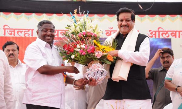 Chairman Shri Prbhakar Patil and Honble CM Prithviraj chavan on Inauguration of Alibag Festival 2012