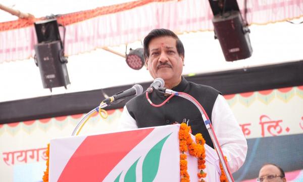 Hon. Chief Minister Prithviraj Chavan addresing at Alibag Festival 2012