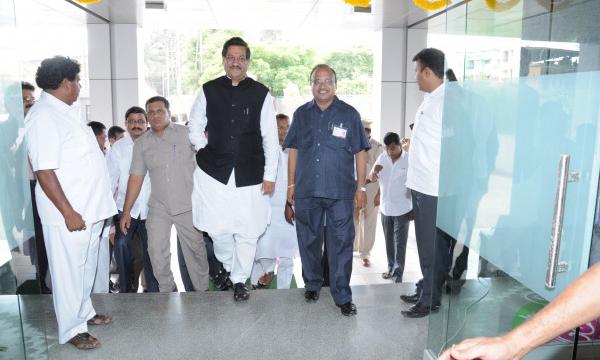 Honble Mr. Prithviraj Chavan,CM of Maharashtra visiting HO of bank with CEO of Bank Mr. Pradeep Naik