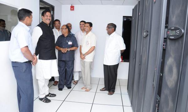 Honble Mr. Prithviraj Chavan Visits data centre of the bank